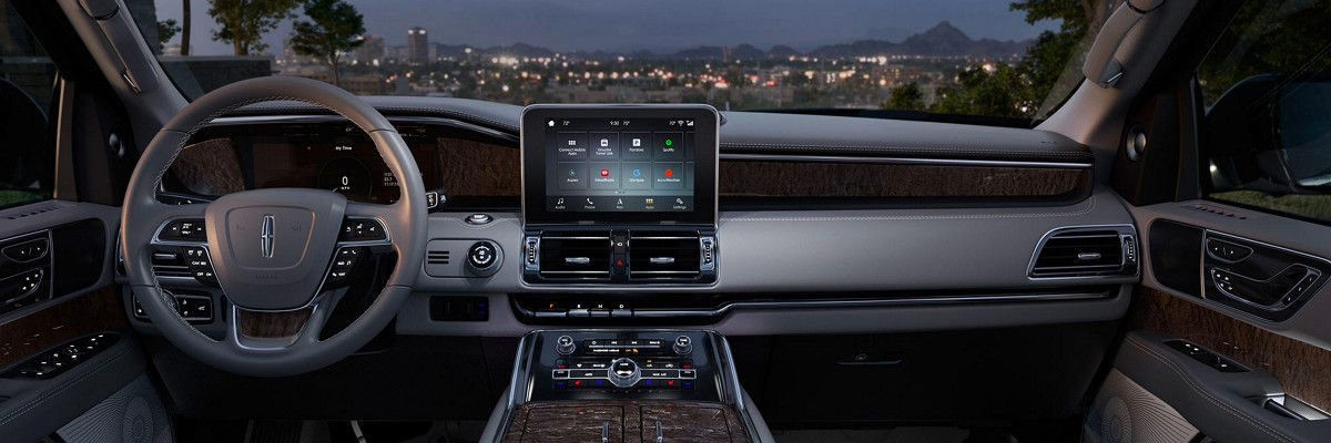 2018 Lincoln Navigator interior view showing full dashboard and featuring the Sync AppLink on the display